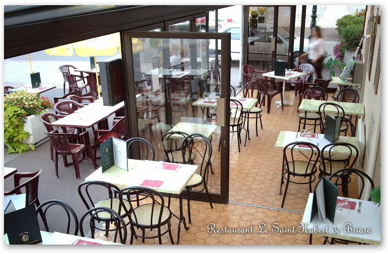 Photos of the Restaurant Le Saint-Hubert of Briare - Panoramic indoor terrace, adaptable, covered and heated during the winter (capacity : 30 people)